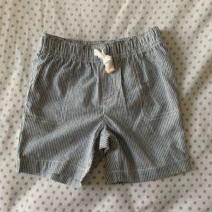 baby👶🏽item- striped shorts